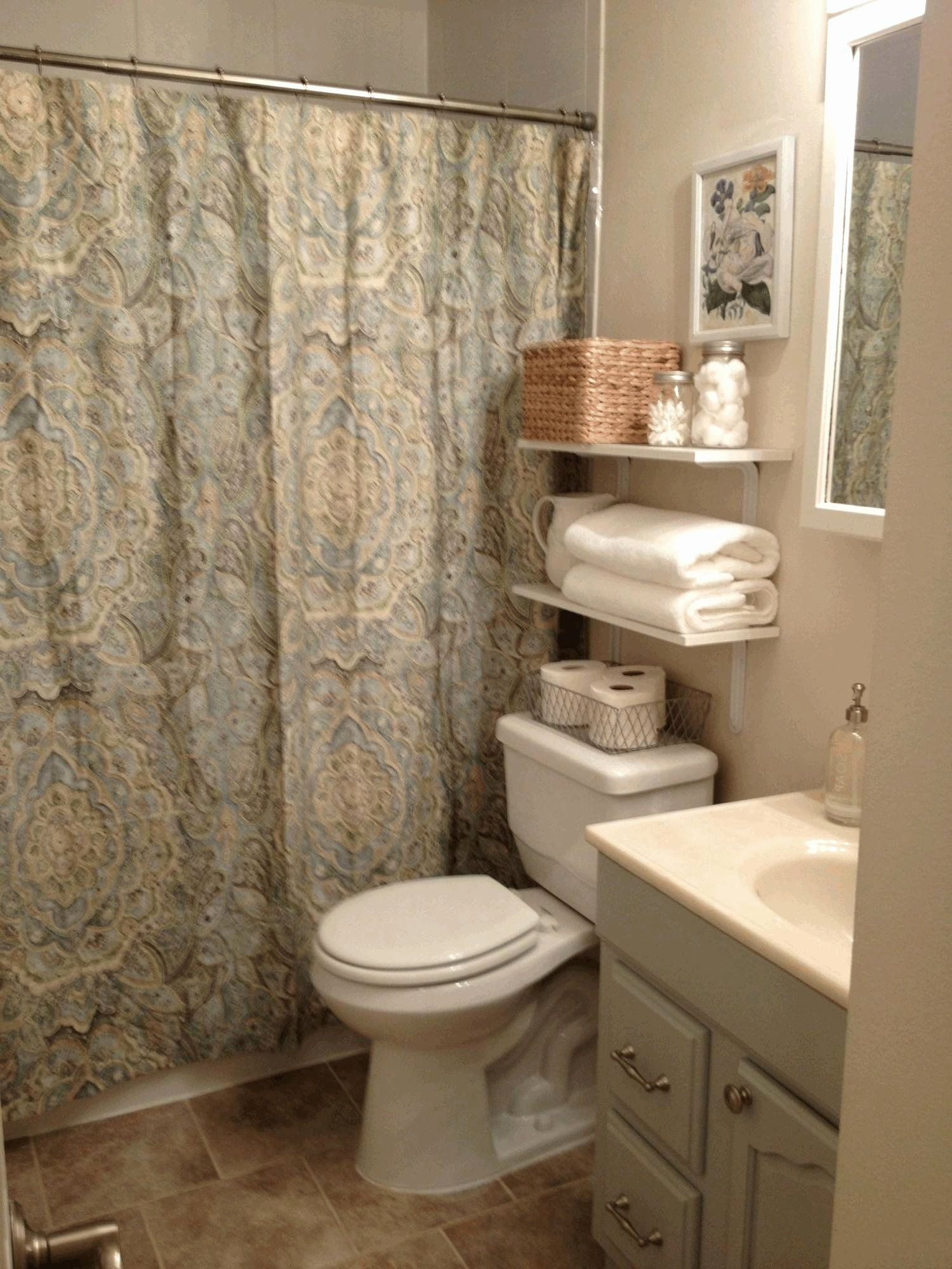 Bathroom Decorating Ideas Apartments Awesome Cute Apartment Bathroom Ideas Standing In 2020 Bathroom Decor Apartment Apartment Bathroom Bathroom Decor Apartment Small