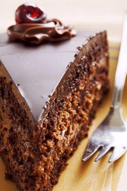 Easy Homemade Chocolate Cake   Sweet Foodz