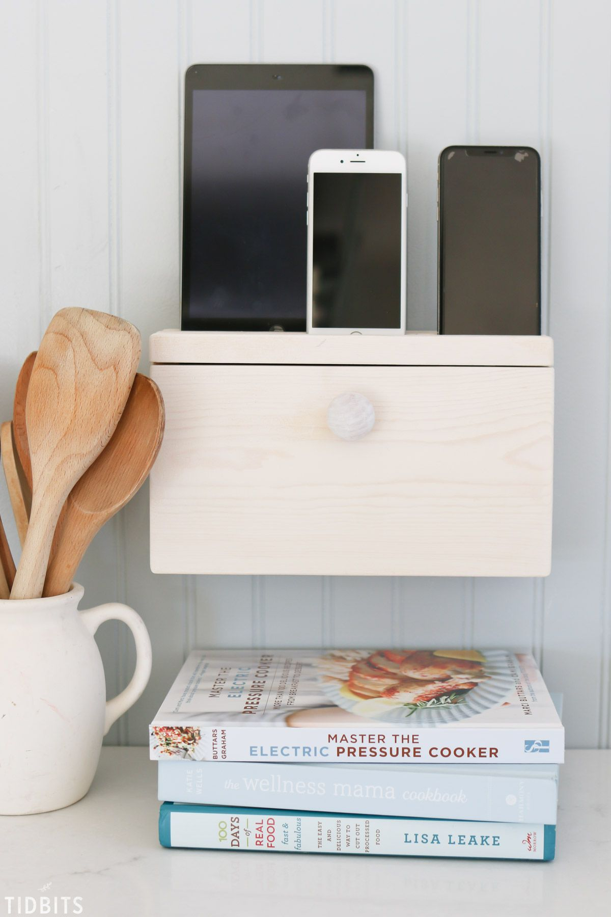 Diy Device Charging Station Diy Woodworking Projects Projects