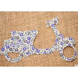 Aplicación de tela Liberty Vespa flores azules