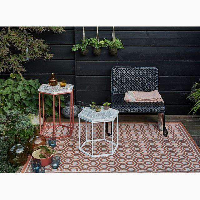 Ajoutez une note d'originalité à votre intérieur et même extérieur avec ce tapis indoor/outdoor Aberti aux jolis motifs carreaux de ciment.