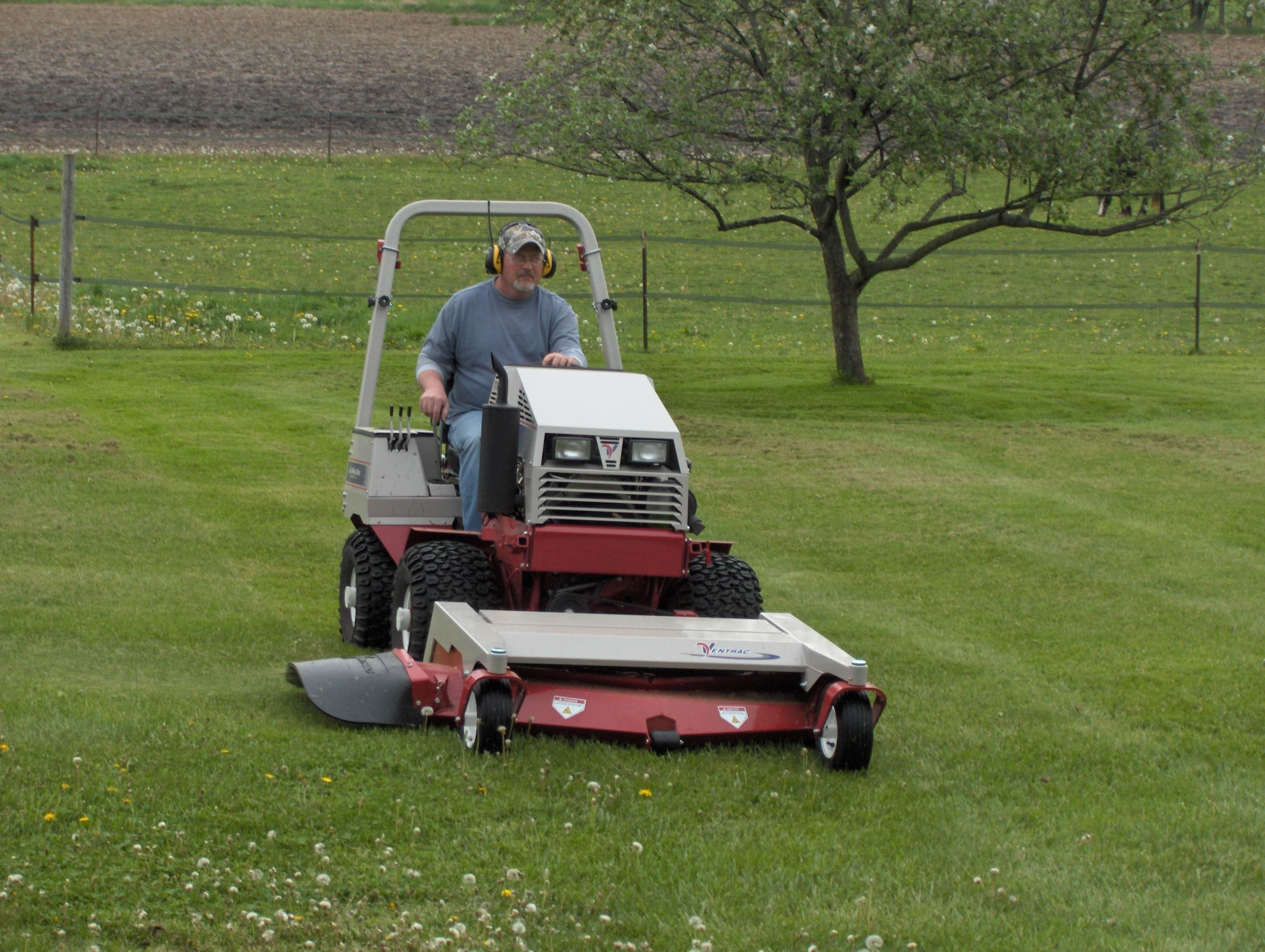 33 Scag Commercial Mower It S Either This Or A Rider Zero Turn
