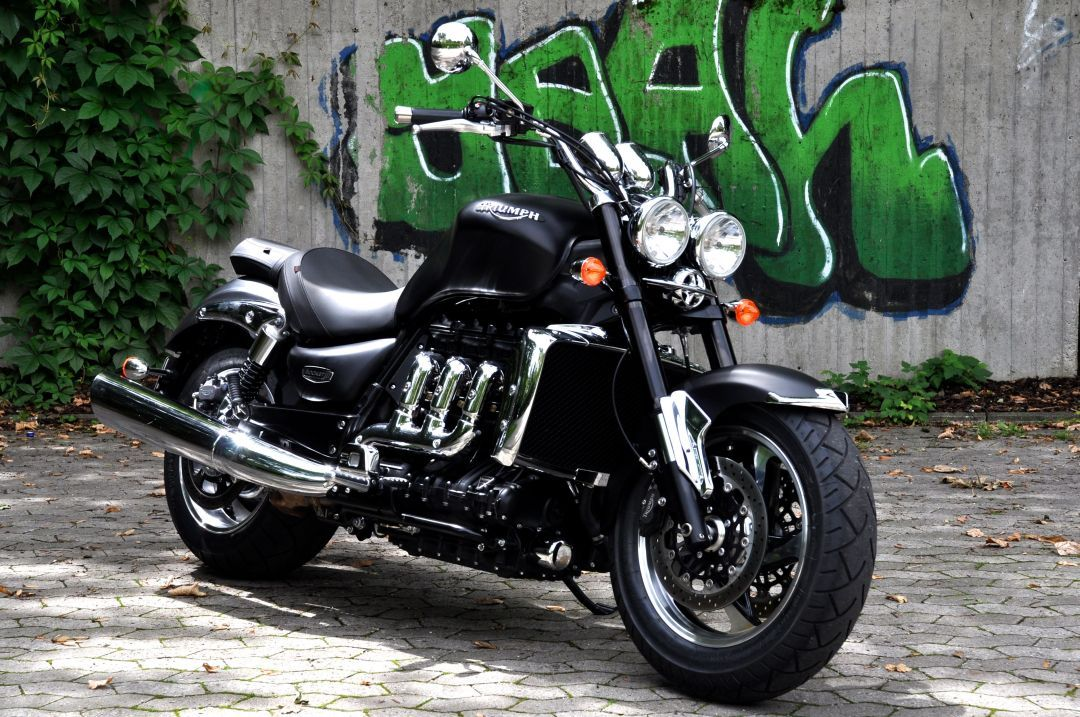 triumph rocket iii test triumph rocket iii roadster big bigger rocket roadster i want to. Black Bedroom Furniture Sets. Home Design Ideas