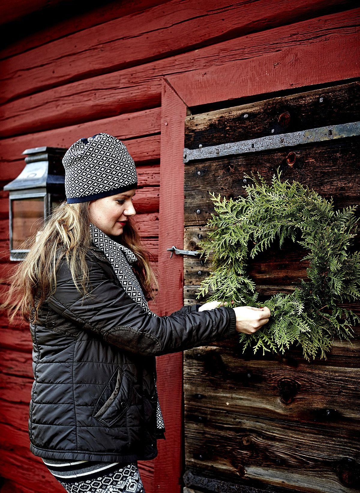 Fransiscan ja Björnin puutalossa sisustetaan joulu ammattilaisen varmoin ottein luonnonmateriaalein. Katso Fansiscan vinkit satumaiseen jouluun.