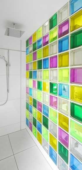 duschwand aus bunten glasbausteinen der collection mendini die steine haben eine farbigkeit. Black Bedroom Furniture Sets. Home Design Ideas