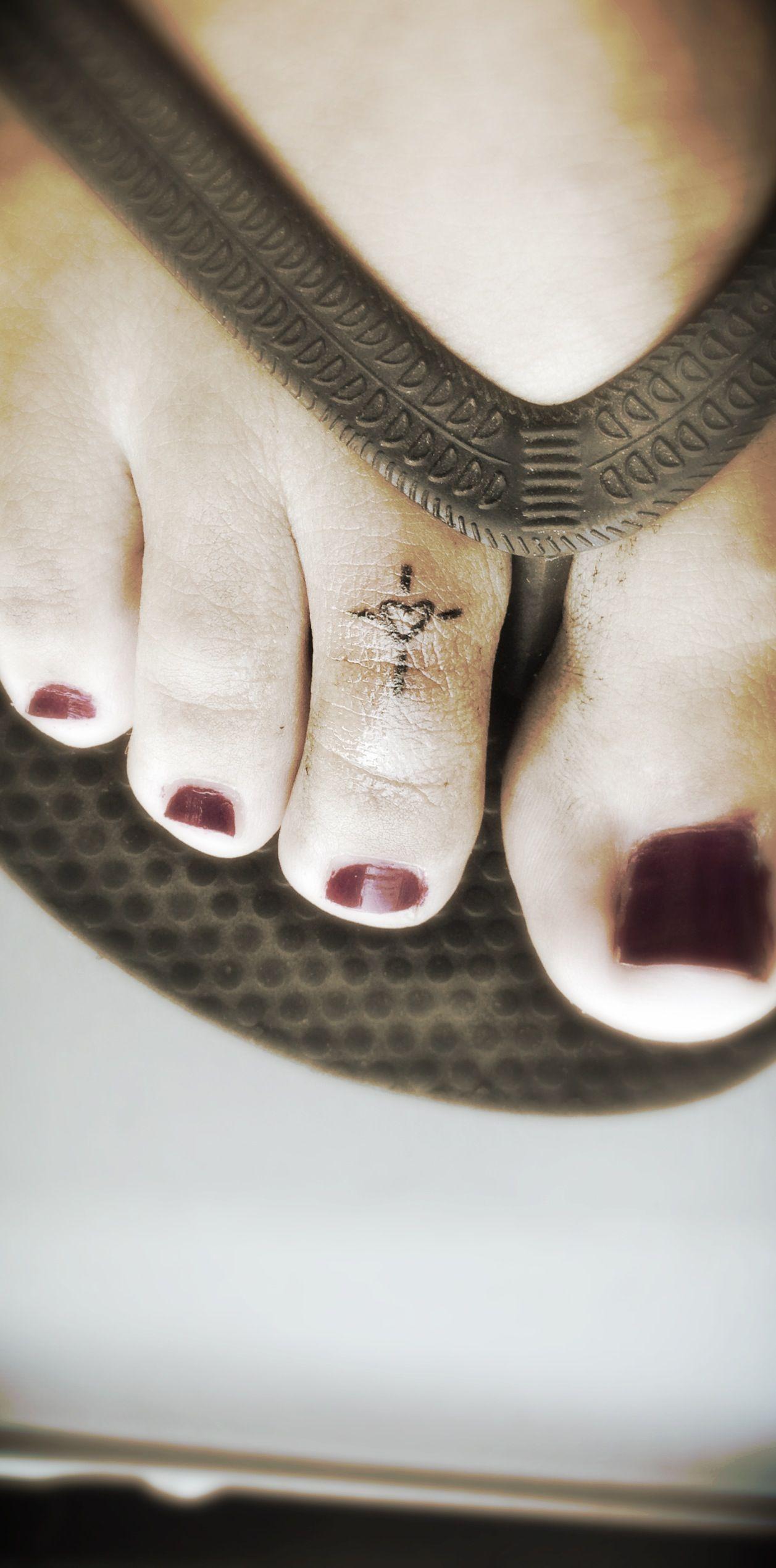 tattoo cross heart Toe ring tattoos, Toe tattoos