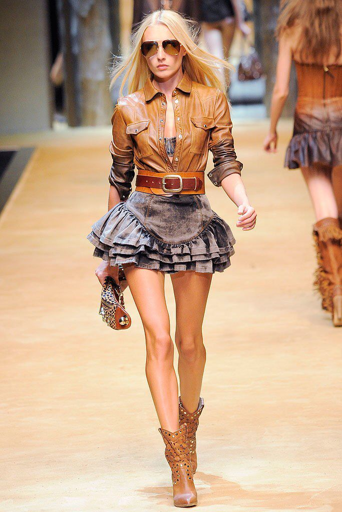 D&G Spring 2010 Ready-to-Wear Fashion Show Collection
