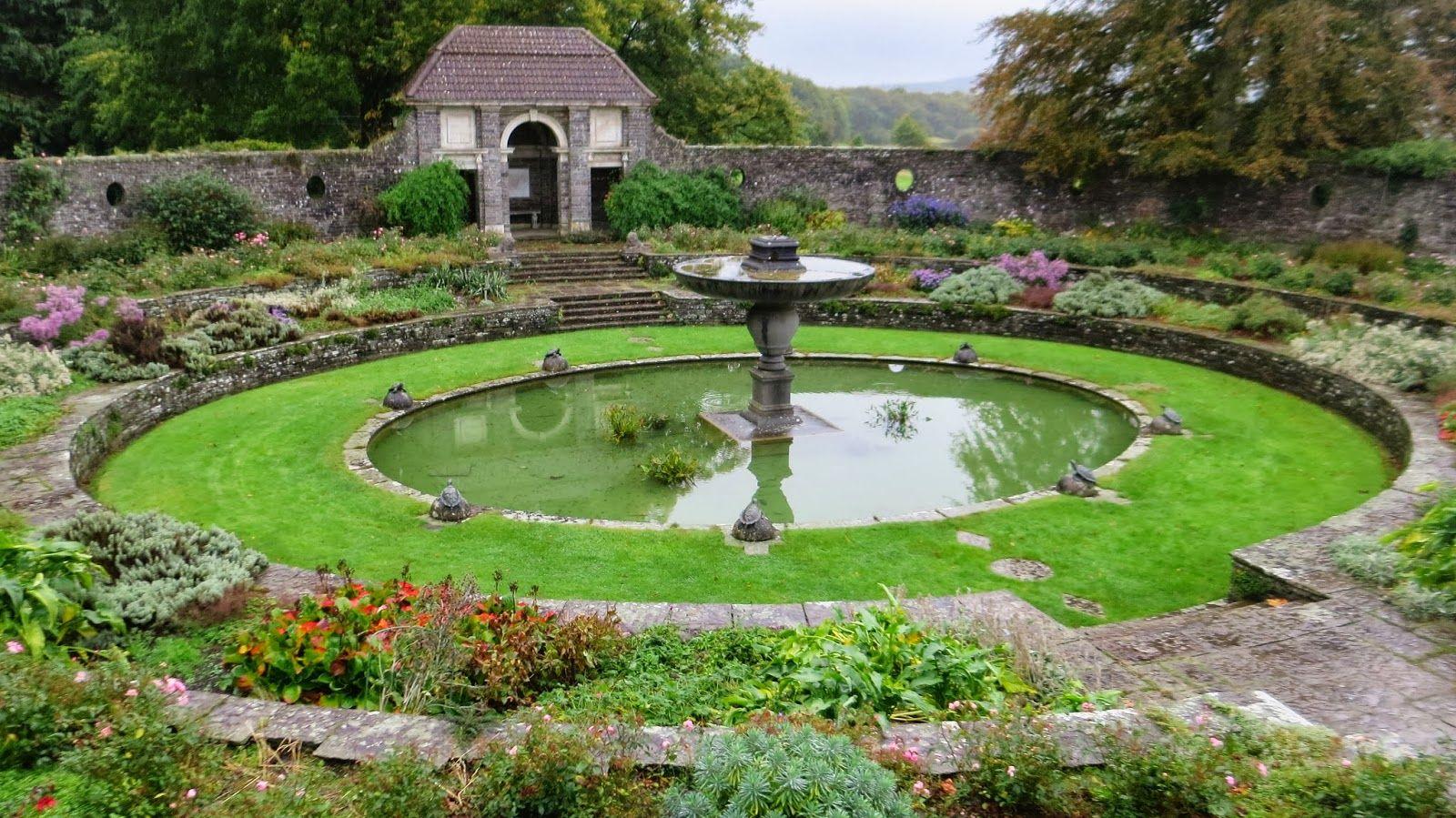 Irish garden with an intricate circular theme. | Modern ...