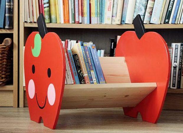 Bücherregal kinderzimmer selber bauen  DIY-Anleitung: Bücherregal in Apfelform für Kinder selber bauen via ...