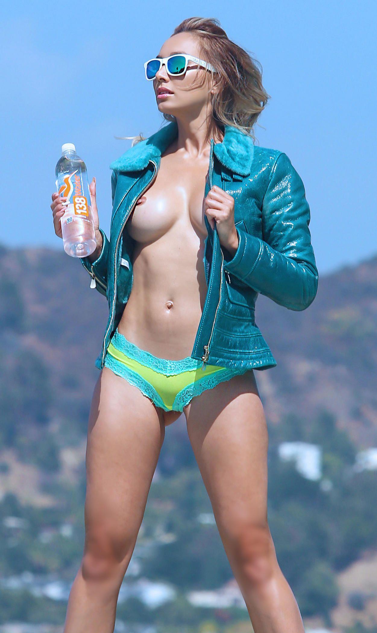 tween topless Nausicaa topless for 138 Water in Bel-Air