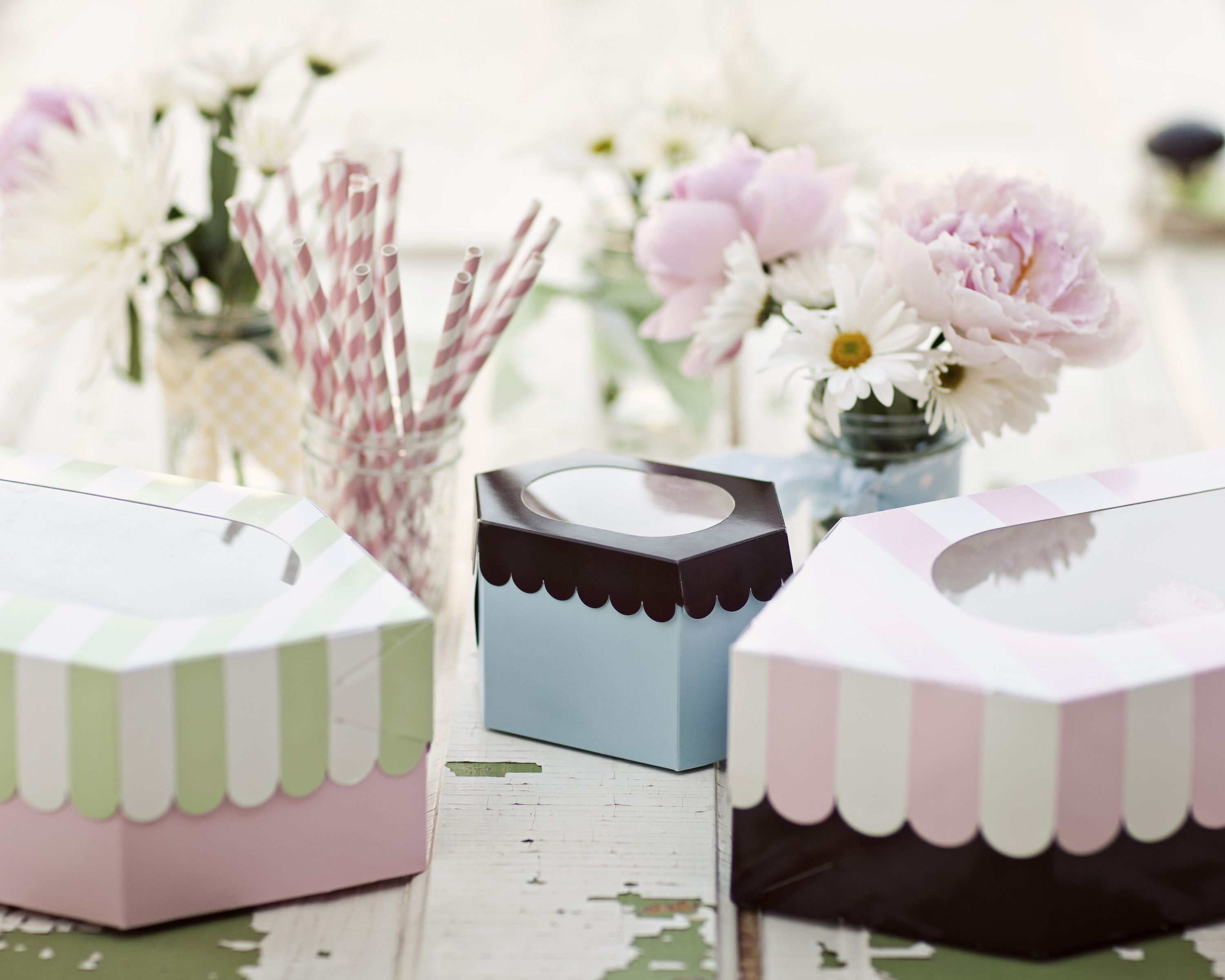 Add a bit of elegance to your soiree with posh cupcake boxes...You ...