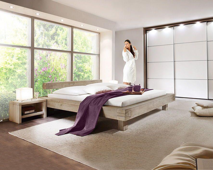 Schlafzimmer im UnderstatementStyle mit einem Massivholz
