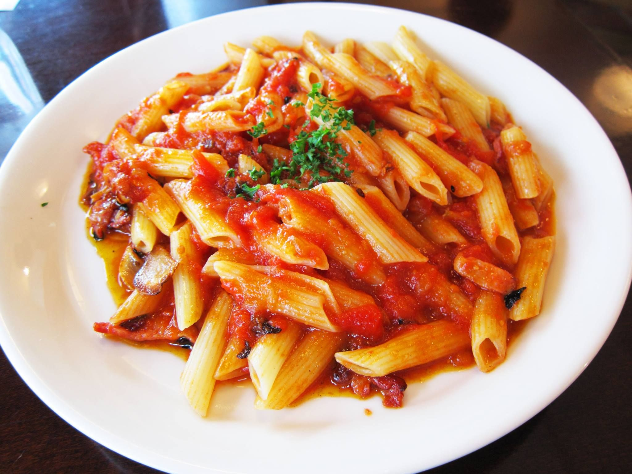 Penne all 39 arrabbiata un piatto tipico del lazio vengono for Piatto tipico romano