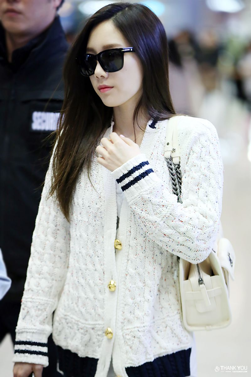 White and black chanel bags photo, How to womens a wear scarf