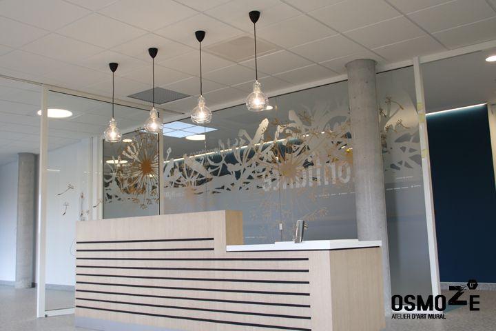 Décoration murale vitrophanie design poly clinique entrée façade décor fresque graphique blois