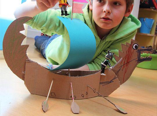 drakkar en carton fait maison Kid crafts Pinterest Bricolage - Fabriquer Une Chambre Noire En Carton