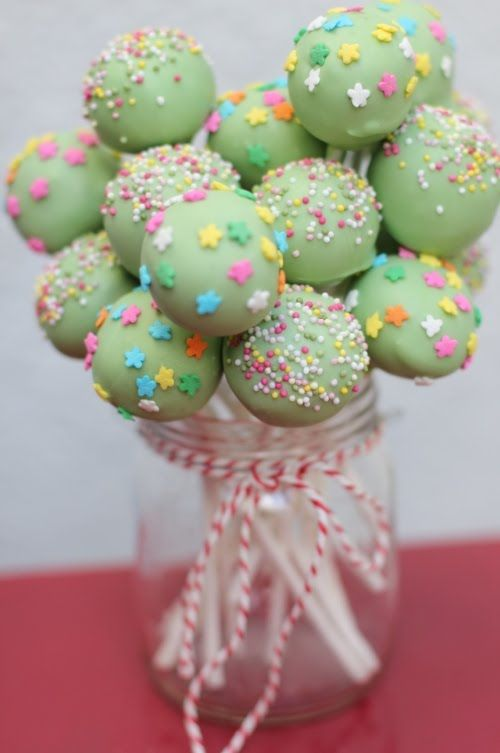 More Birthday Cake Pops Im Really Pleased With This Shade Of Green