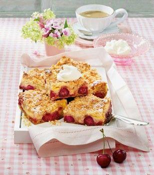 Das Rezept für Kirsch-Pudding-Schnitten mit Mandelstreuseln und weitere kostenlose Rezepte auf LECKER.de