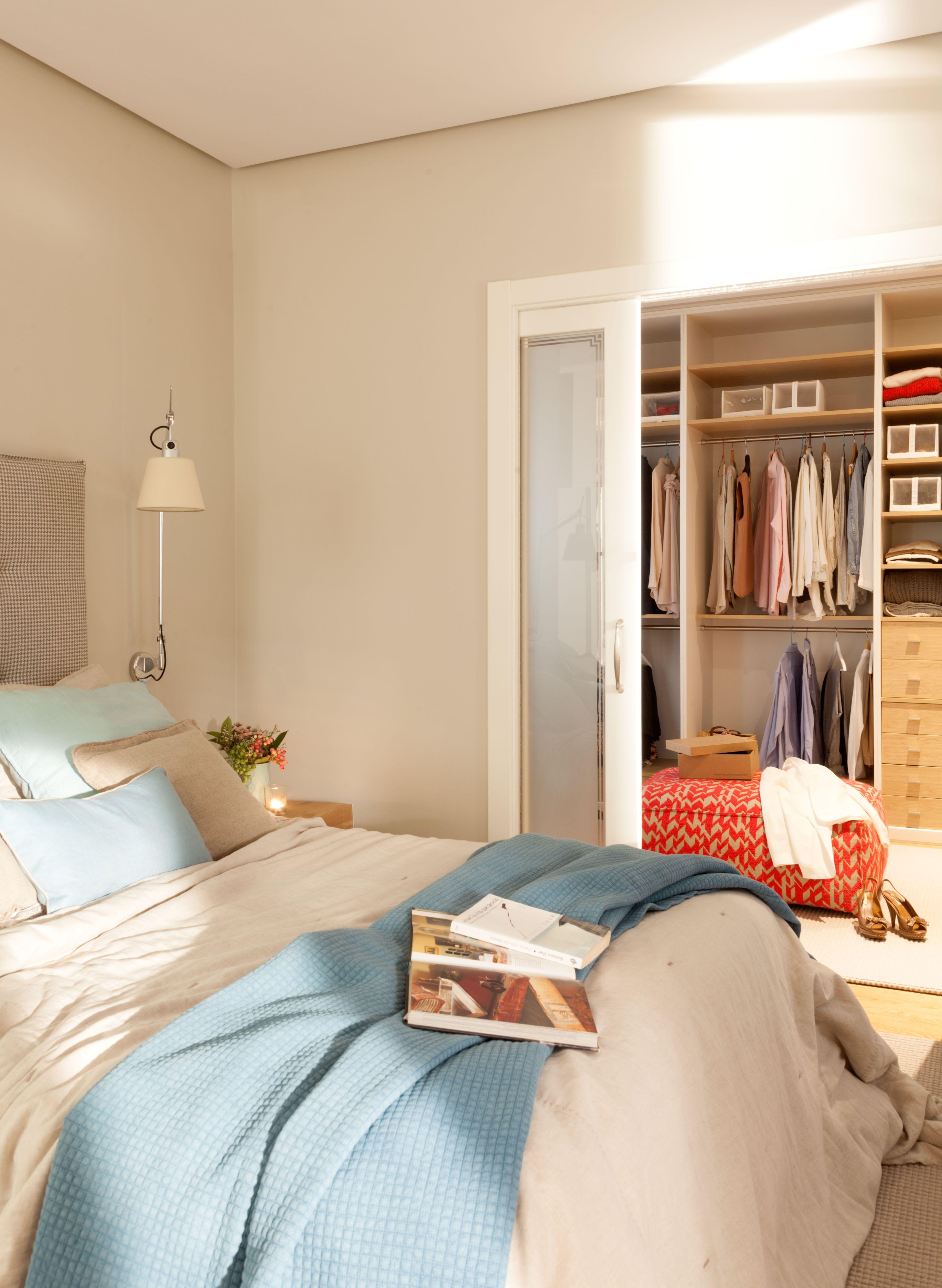 Detalle de dormitorio y vestidor dise ado por natalia - Interiorismo dormitorios ...