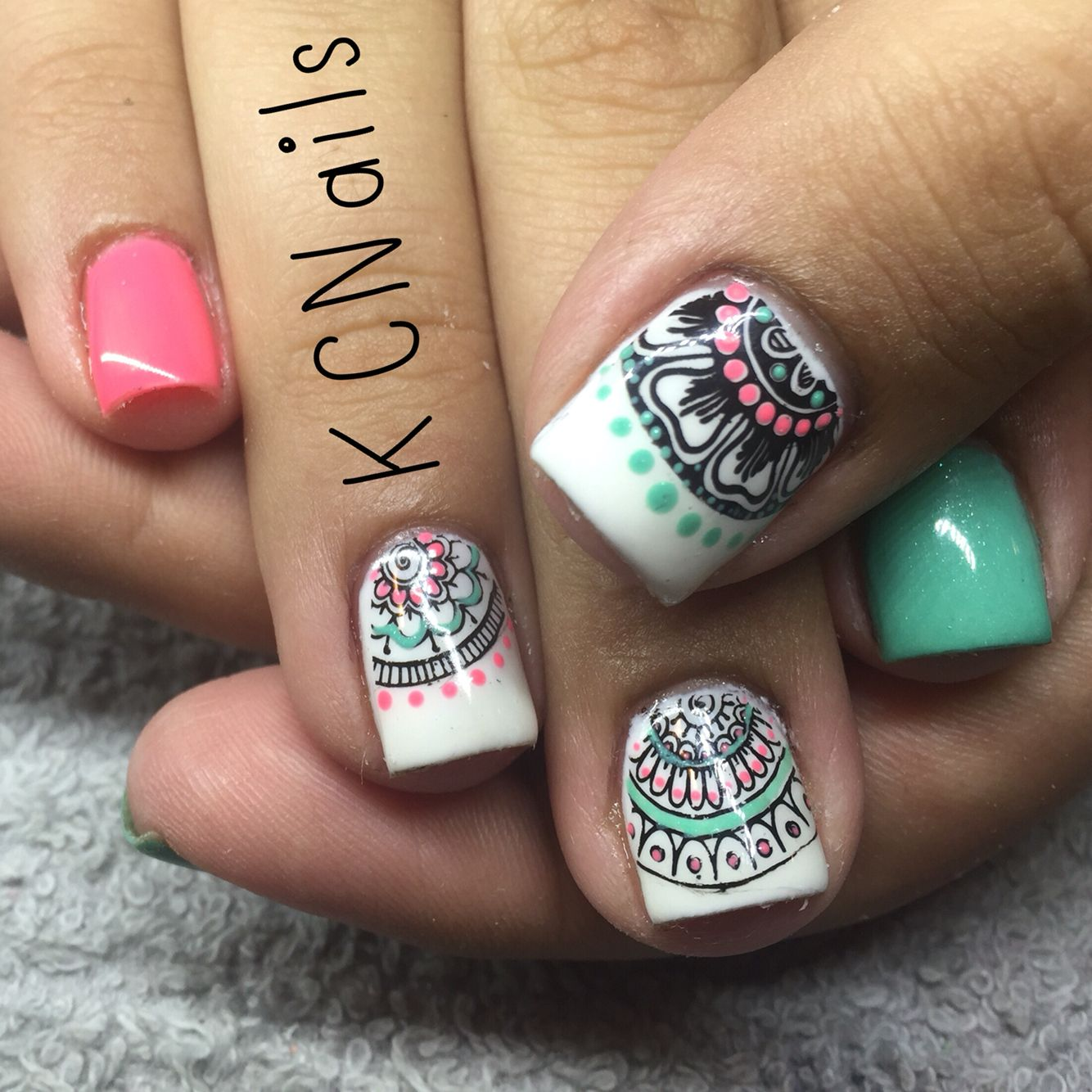 Mandala themed gel polish | Decoración Uñas | Pinterest | Diseños de ...
