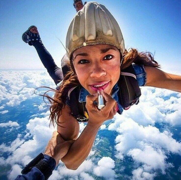 So beautiful no break up.. So natural no skydiving make up