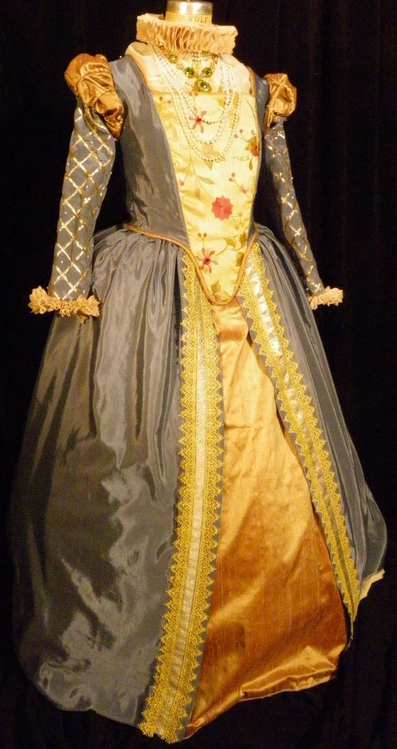 Elizabethan Gown In Light Blue Bengaline And Gold Silk