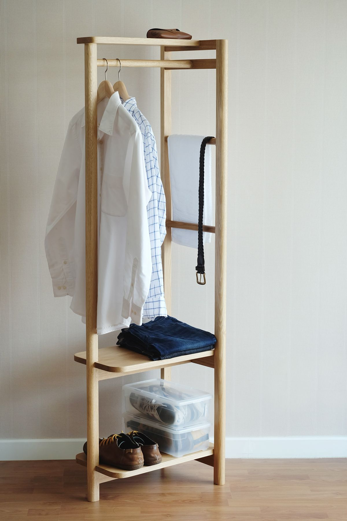 Kitt Clothes Stand On Behance 画像あり 木箱で整理 家具デザイン クローゼット 収納