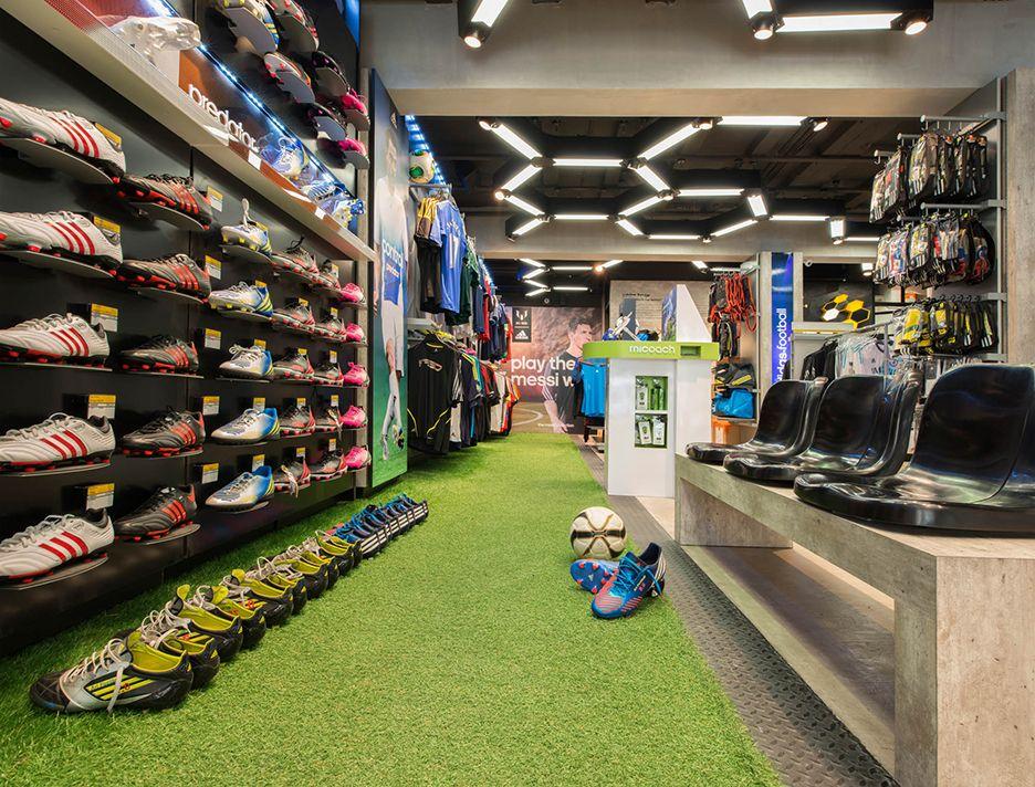 Mojado Revolucionario sexual  Ari Football / Siam Square | Nike outlet, Store design, Retail lighting