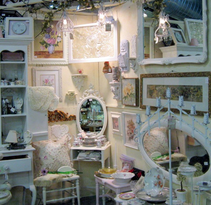 How To Decorate Shops: Antique Booth Decorating Ideas