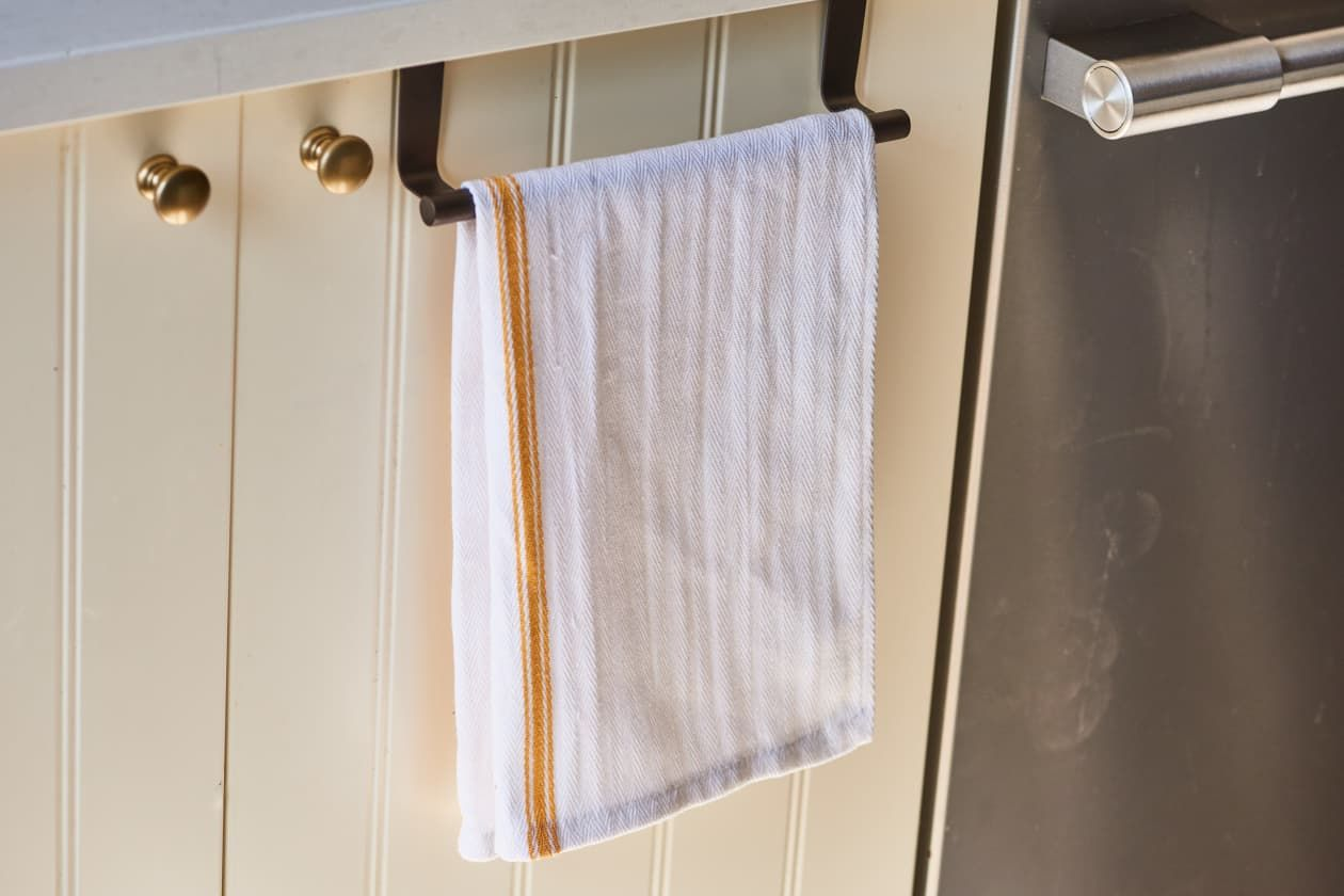 You Re Using That Over Cabinet Towel Bar Incorrectly Kitchen Towels Hanging Kitchen Towel Holder Towel Holder