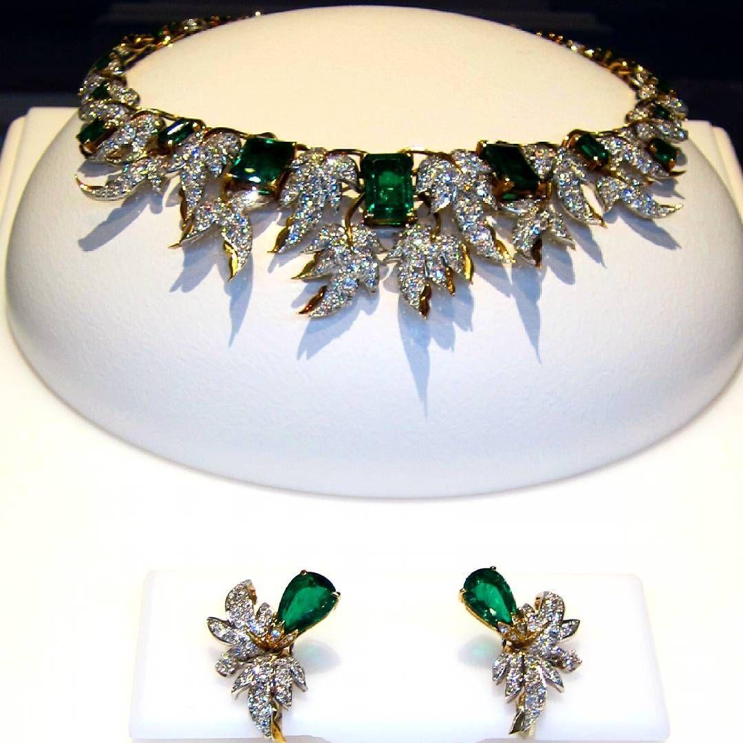 #gold #diamonds #platinum #emerald (largest in center is 7.41 carat), #necklace & #earrings Designed by Jean Schlumberger for #tiffanyandco Circa 1960 . #jewelry #jewellery#gemstone #gem #hautejoiallerie #highjewelry #diamond #design #amazing #cute #love #beautiful #beauty #happy #instagood #fashion #followme #life#art #finejewelry #finejewellery #diamonds #newyork #mariigem