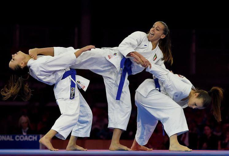 Körperbeherrschung: Karate-Weltmeisterschaften in Linz - Hier zeigen die Italienerinnen ihr können. Mehr Bilder des Tages auf: http://www.nachrichten.at/nachrichten/bilder_des_tages/ (Bild: APA)
