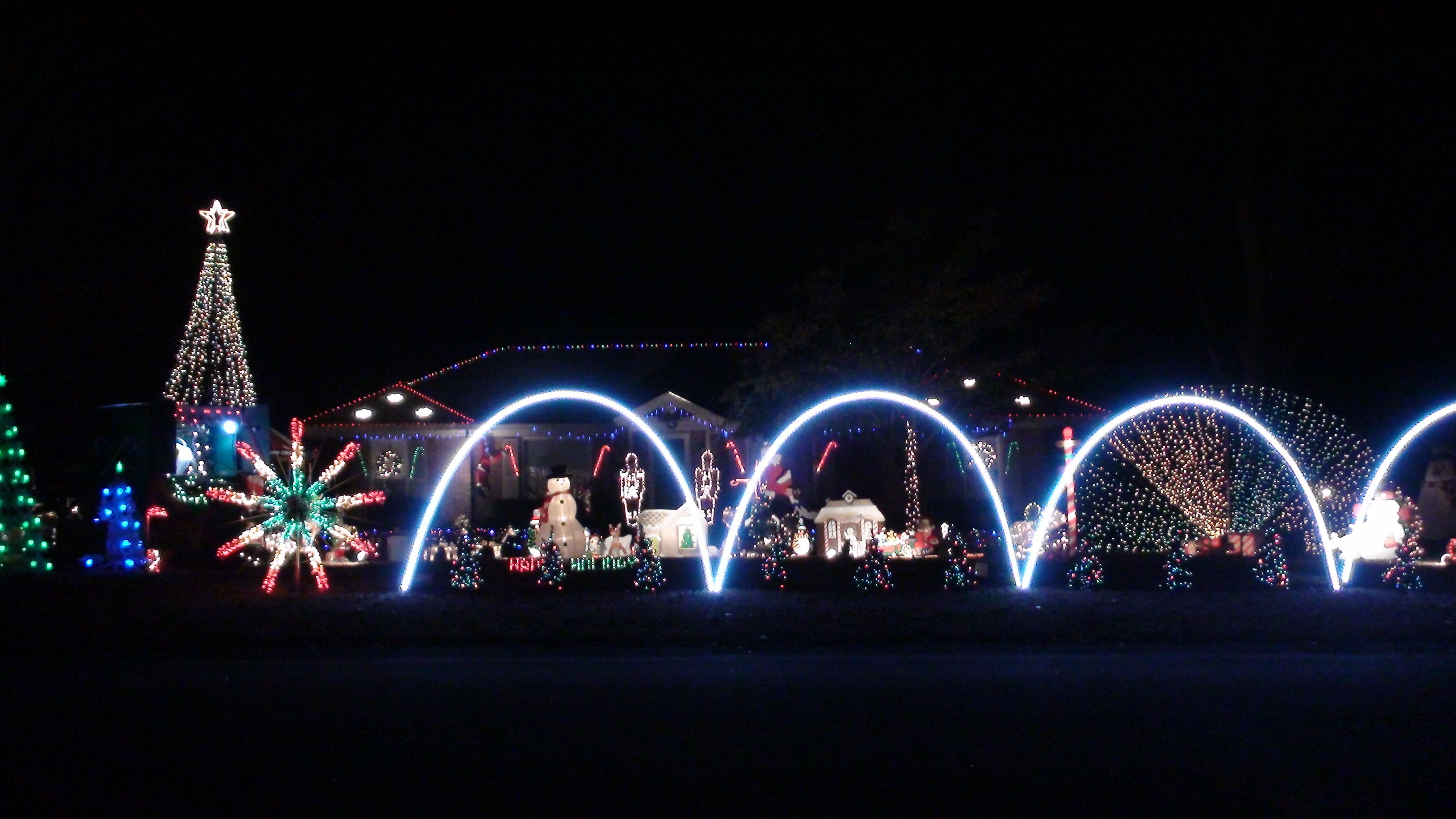 Outdoor Christmas Leaping Arches Made Of Pvc Each Wrapped