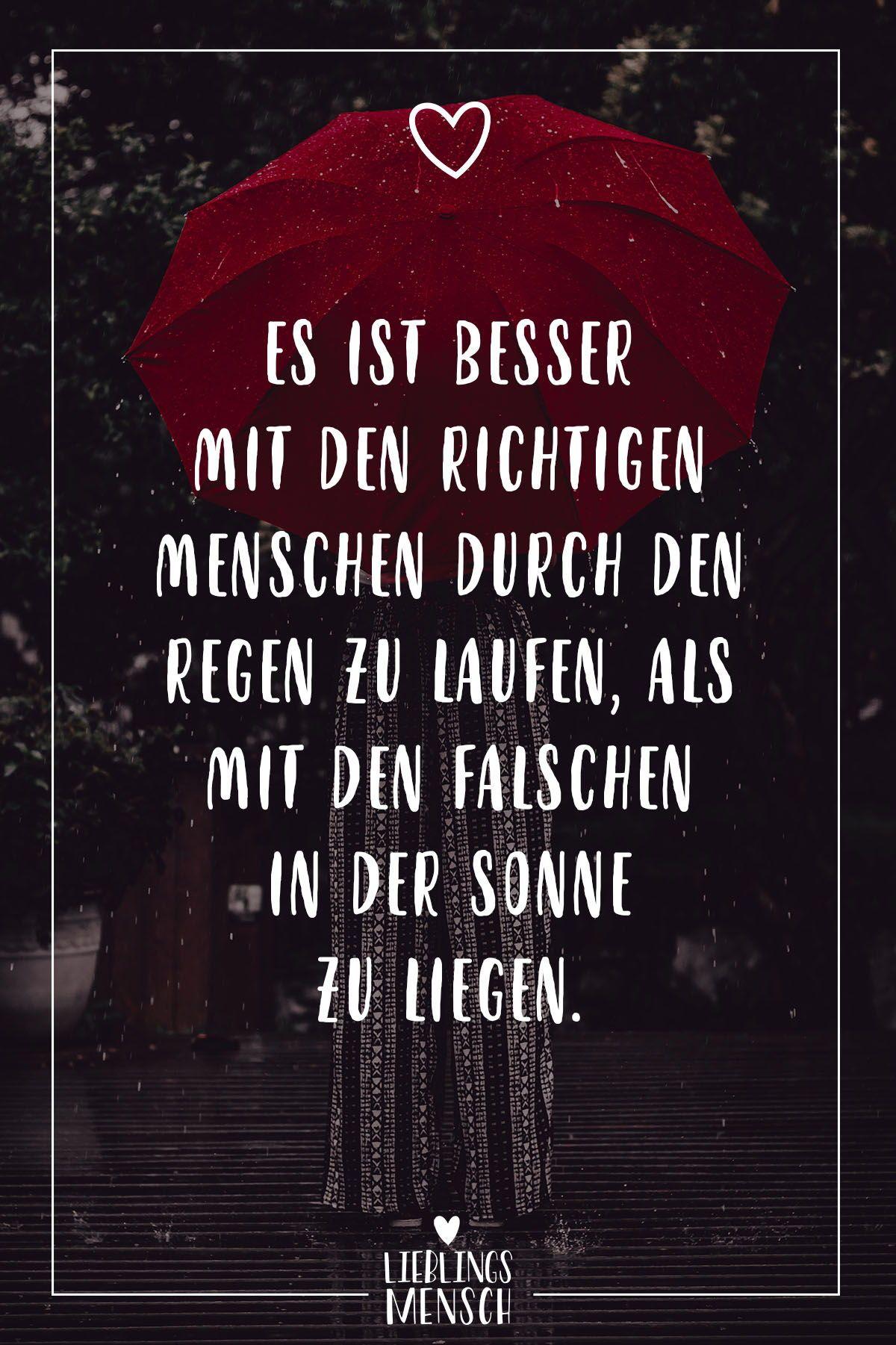 Visual Statements®️ Es ist besser mit den richtigen Menschen durch den Regen zu laufen, als mit den falschen in der Sonne zu liegen. Sprüche / Zitate / Quotes / Lieblingsmensch / Freundschaft / Beziehung / Liebe / Familie / tiefgründig / lustig / schön / nachdenken #VisualStatements #Sprüche #Spruch #Lieblingsmensch #Freundschaft #Beziehung #Emotionen