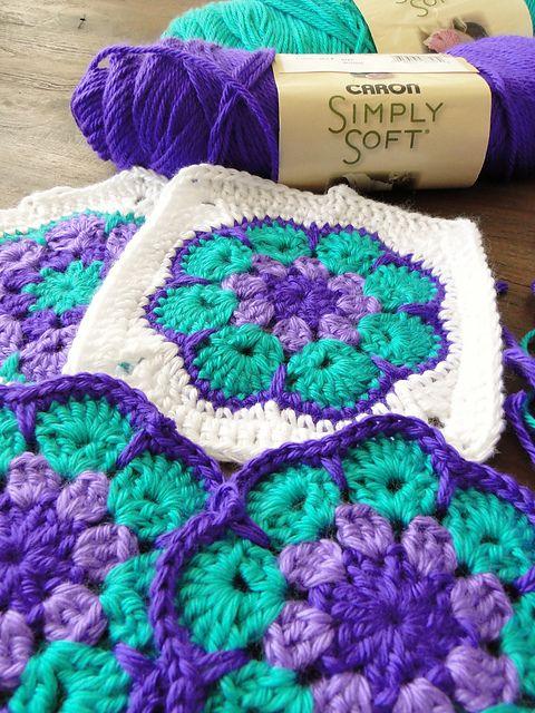 [Easy] African Flower Blanket - Free Pattern #africanbeauty