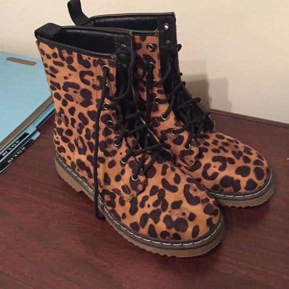 Leopard combat boots   Combat boots