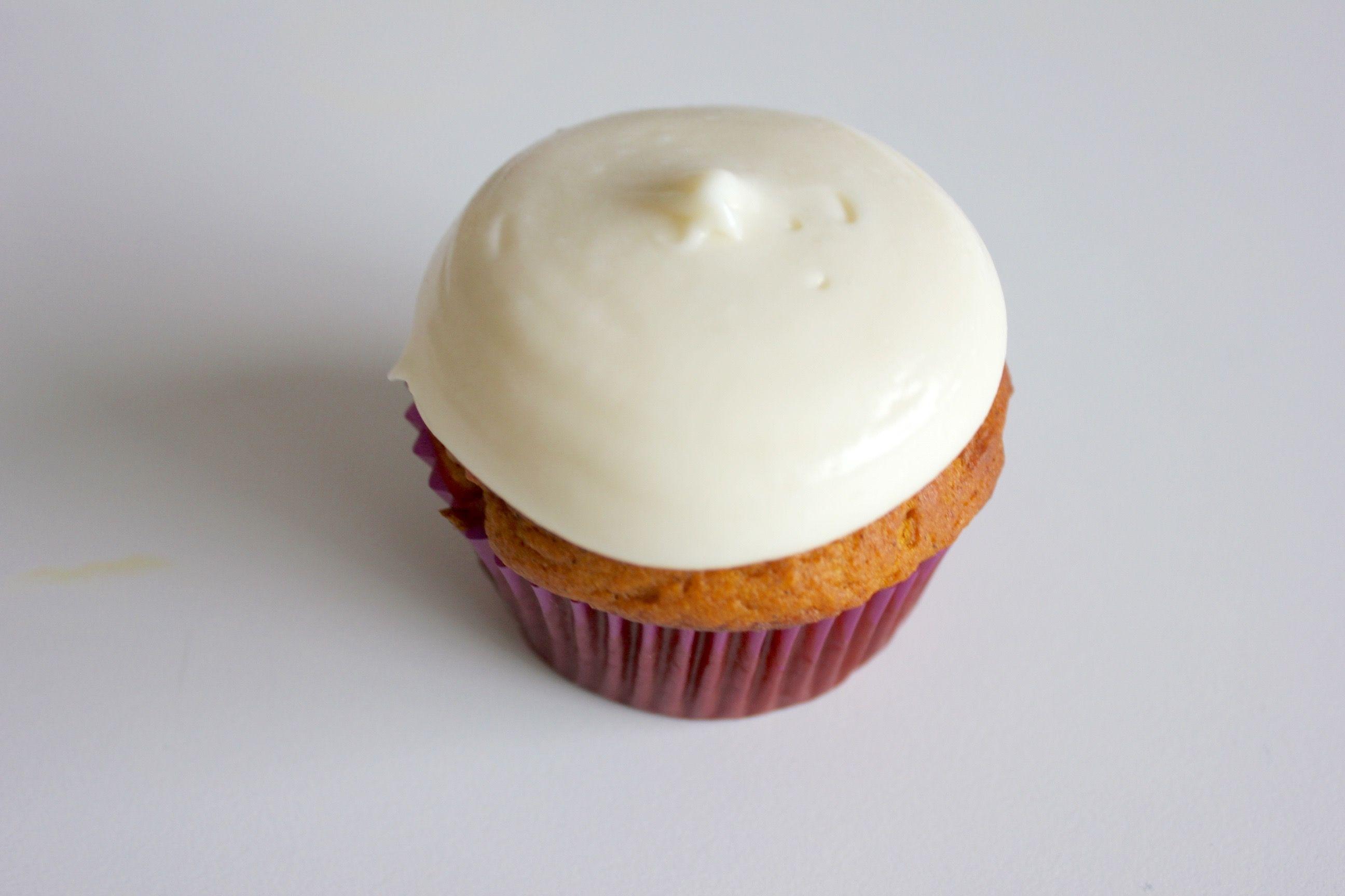 Super simple Pumpkin Spice Cupcake w/ Cream Cheese Frosting