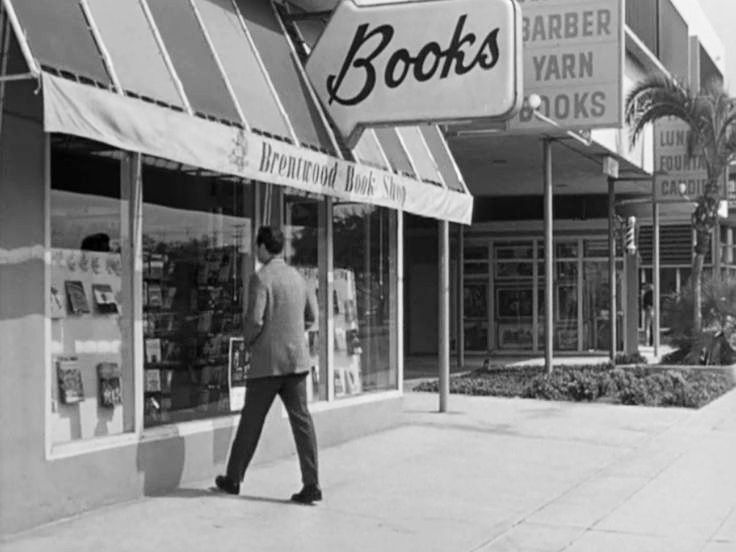Brentwood Books Later Dutton S Now Closed At 11975 San Vicente Boulevard In A Frame From The 1965 Film Sylv Brentwood Filming Locations Vintage Los Angeles