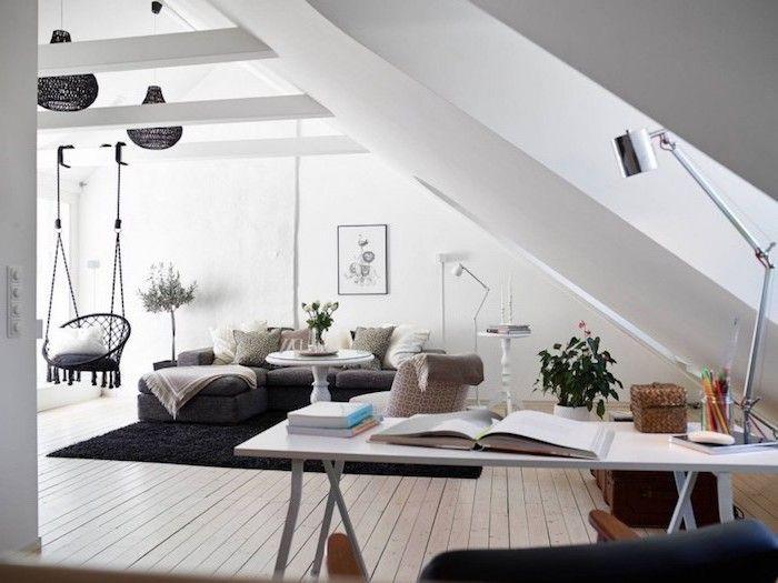 schwarz weißes gemütliches wohnzimmer mit einem hängesessel im
