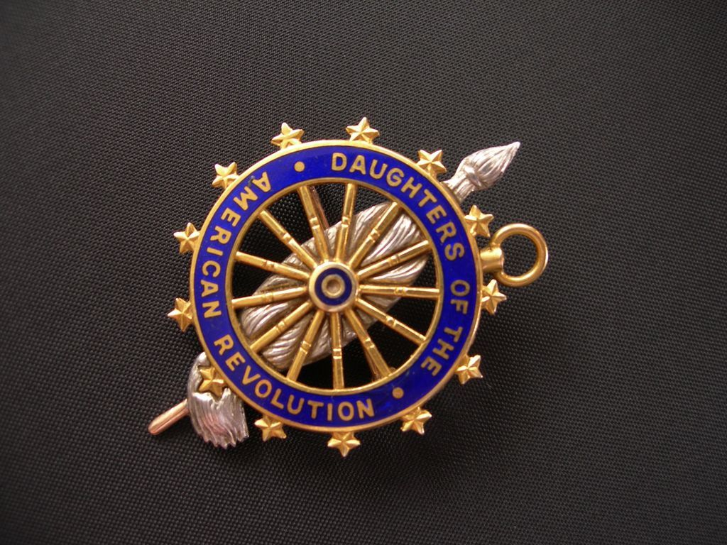 Daughters Of The American Revolution Dar 14k Antique Pin 2 Of My Mom S Sisters Were Me Daughters Of American Revolution American Revolution Antique Pins