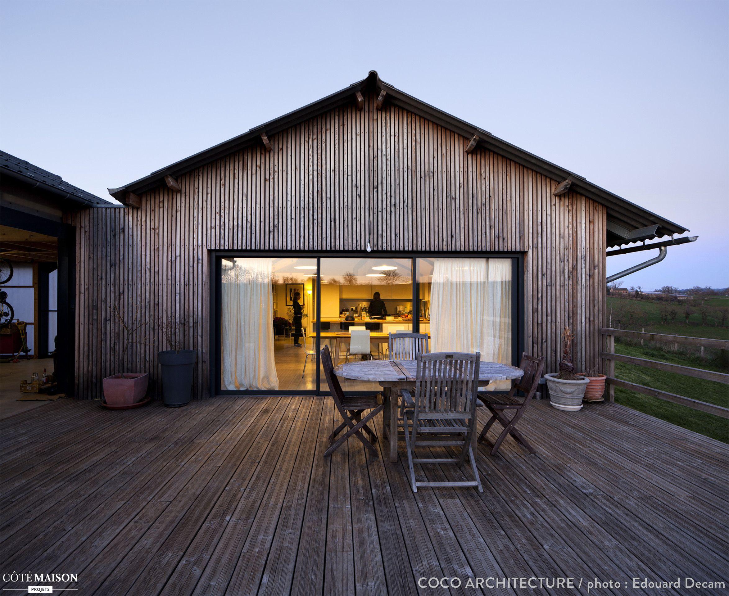 Maison Ossature Métallique Contemporaine deux espaces décalés aux toitures identiques s'encastrant