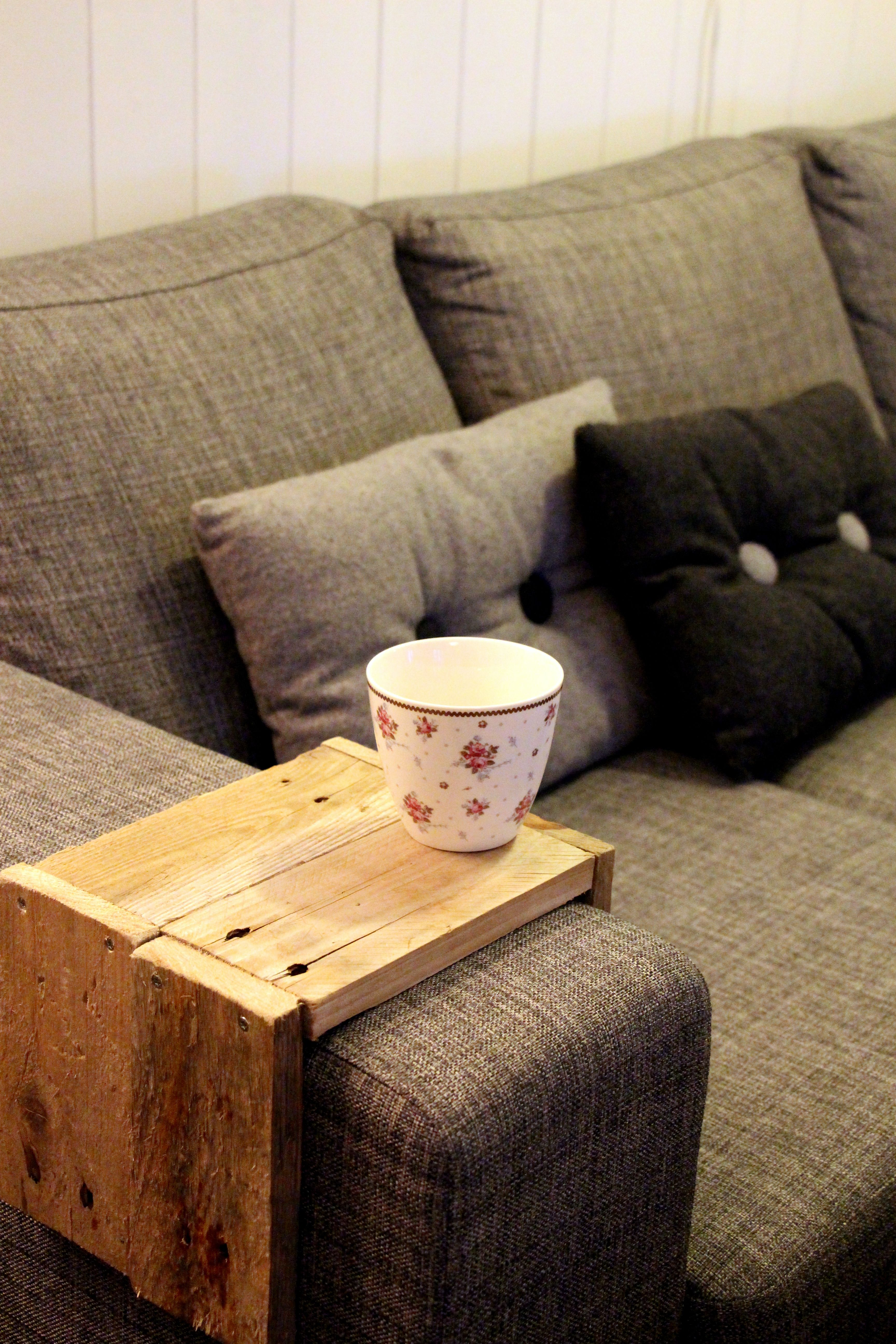 Diy driftwood sofa arm rest table wohntipps pinterest diy driftwood sofa arm rest table geotapseo Choice Image
