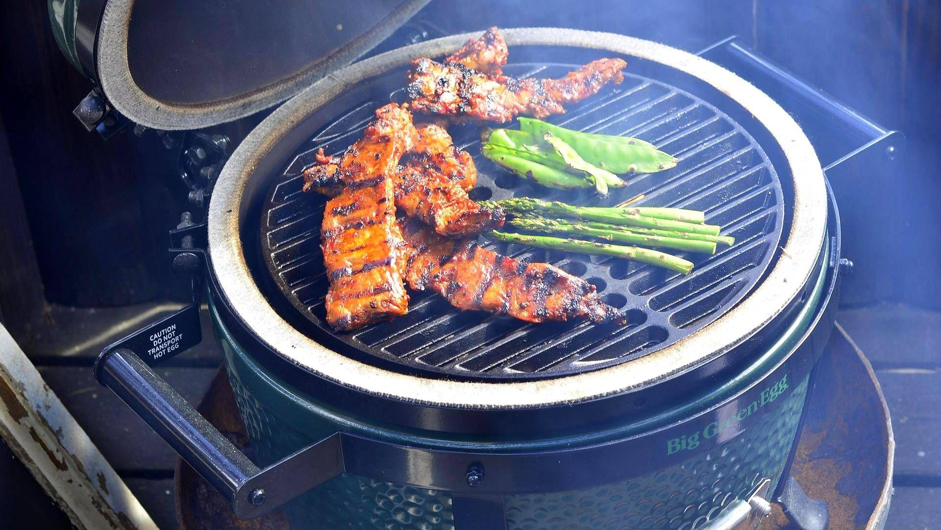 Kun vietetään aikaa grillin ääressä, on seura, sää ja ruoka tärkeämpi asia kuin nautittu viini. Kylmiön kalleudet on sen takia syytä unohtaa.