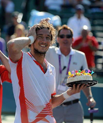 En su cumpleaños número 28, Juan Mónaco le ganó a Mardy Fish y pasó a semis del Masters 1000 de Miami. http://www.ole.com.ar/tenis/