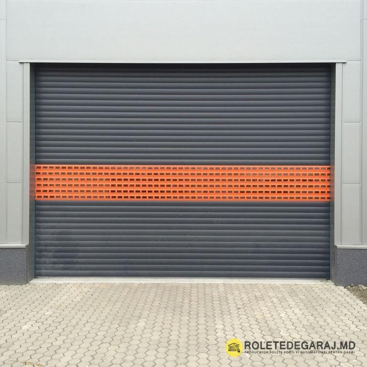 Ce Avantaje Primim Cand Instalăm Rolete Pentru Garaj Securitatea Automobilului Menținerea Temper In 2020 House Gate Design Warehouse Design Shutter Doors