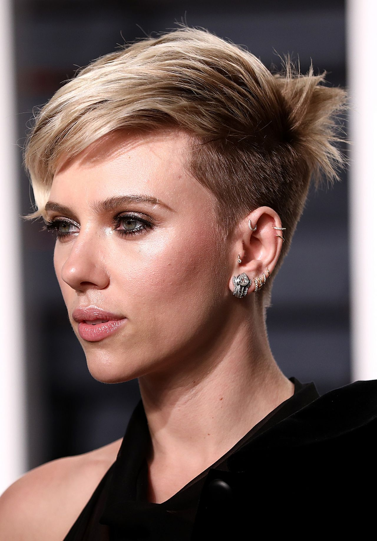 scarlett johansson in azzedine ala a at 2017 vanity fair oscar party in los angeles hairstyles. Black Bedroom Furniture Sets. Home Design Ideas