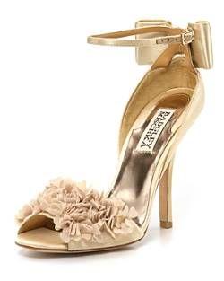 En Riomar fotógrafos nos gustan estos elegantes zapatos de Badgley Mischka. http://riomarfotografosdeboda.com