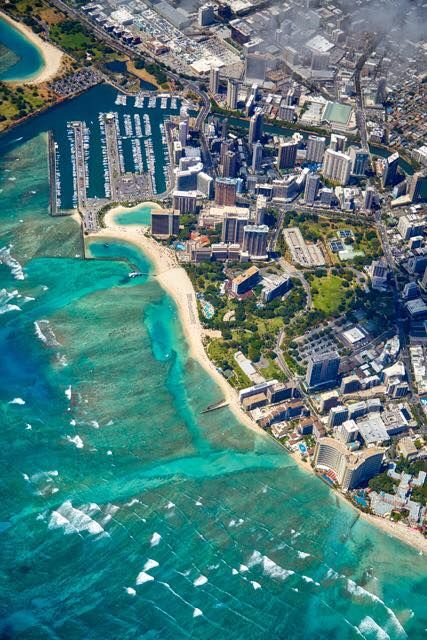 Hilton Hawaiian Village Waikiki Beach Resort Look For The Widest Stretch Of And Lagoon You Ll Find Us Voir La Traduction