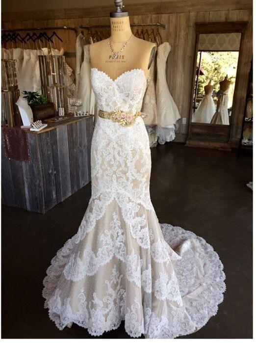 Matthew Christopher Emma, $3,000 Size: 6 | Used Wedding Dresses