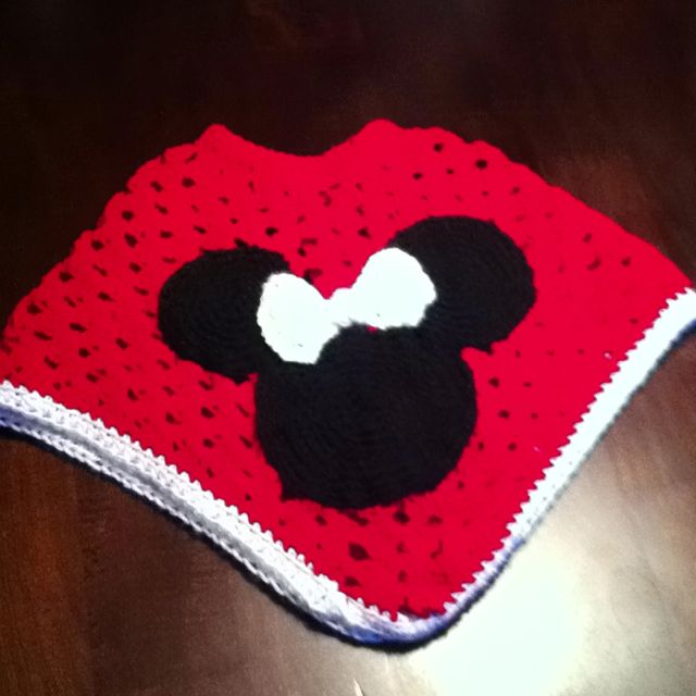 Minnie Mouse Granny square poncho! | Crocheted stuff | Pinterest